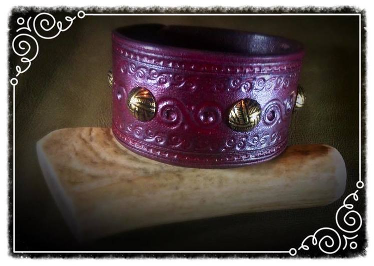An image example of a hand-crafted leather bracelet.